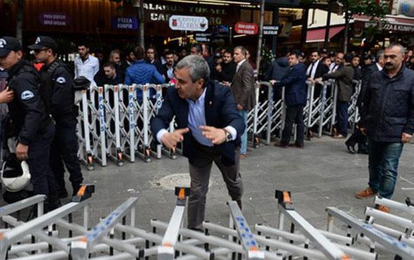 Polis müdahale etti CHP'li vekiller bariyer yıktı
