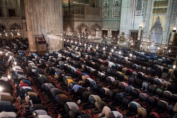 Ramazan'ın ilk teravih namazı kılındı