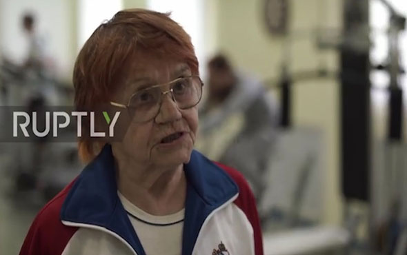 91 yaşındaki Rus kadından gençlere spor dersleri