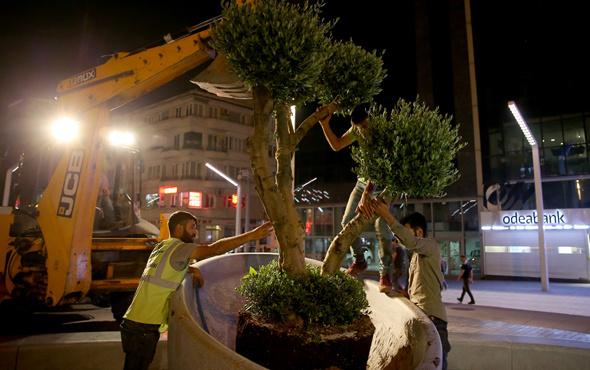 Taksim Meydanı'na ağaçlar dikildi