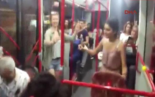 İzmir'de bir otobüste kaydedilen görüntüler büyük ilgi çekti