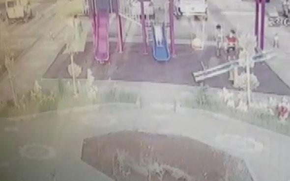 Kaydıraktan düşen çocuk yaşamını yitirdi