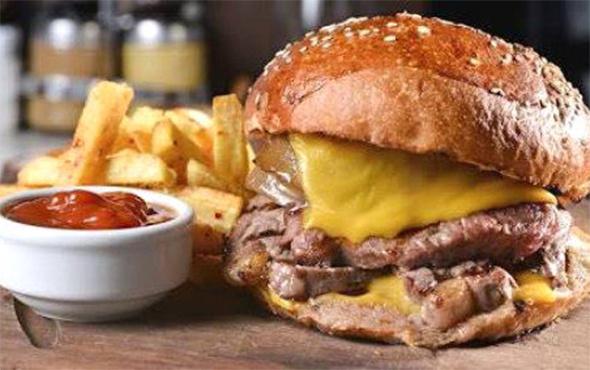 Hande Yener'in 220 liralık hamburgeri kapış kapış gidiyor!