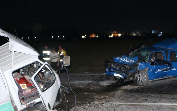 Askerleri taşıyan araç kaza yaptı şehit ve yaralılar var