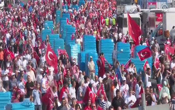 İstanbul'da bayrağını alan şehitler köprüsüne gidiyor