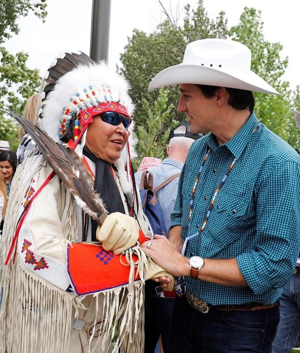 Dünyanın konuştuğu ilginç başbakan! Bu seferde kovboy oldu