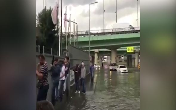 İstanbul'da survivor vatandaşlar demirleri tutunarak gitti