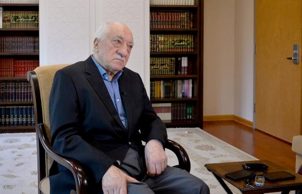 Darbeciler duruşmada Gülen'in adını duyunca kulaklarını kapadı