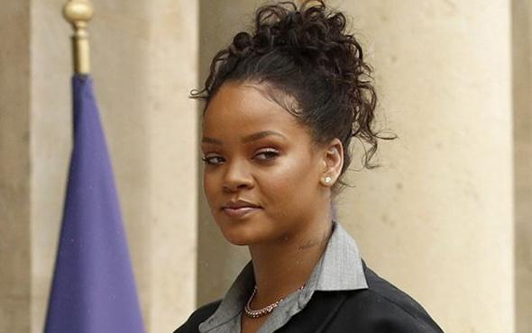 Rihanna giydiği kıyafet ile olay oldu