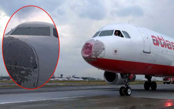 Çılgın pilot! Ön cam buz gibi olunca uçağı yan yatırarak indirdi