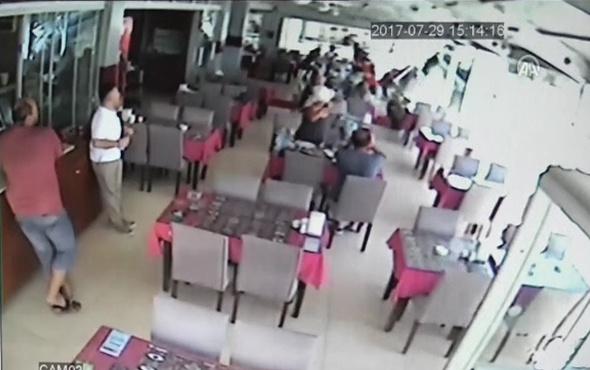Fren yerine gaza bastı önce yaya ve araçlara çarptı sonra restorana girdi !