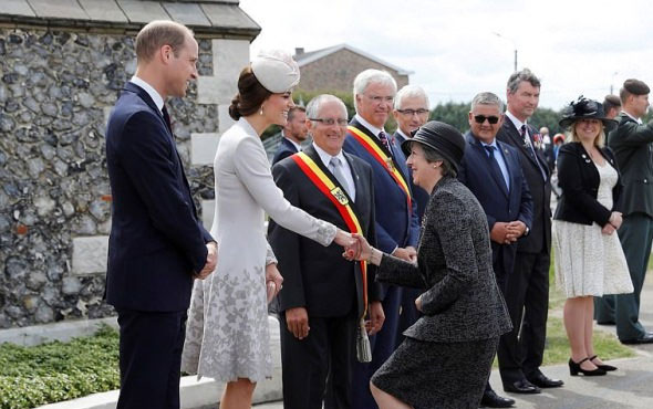 İngiltere Başbakanı May'in dikkat çeken halleri