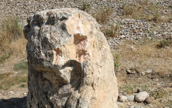 2 bin yıllık aslan heykelini parçaladılar
