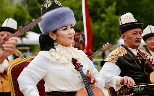 Sütlüce Parkı'nda Manas Heykeli açıldı