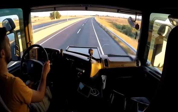 Kameraya sunuş çekerken lastiği patlayan TIR şoförü