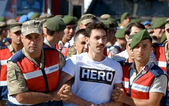 """""""Hero"""" tişörtü giyen sanığın avukatı tutuklandı"""