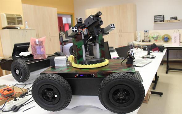 Üniversite öğrencilerinden insansız kara aracı