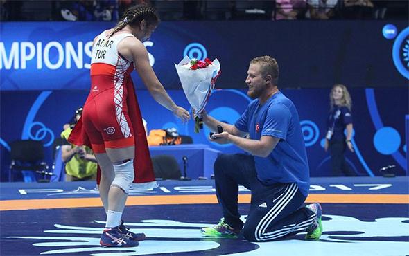 Önce altın madalya sonra evlilik teklifi!