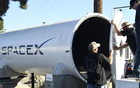 SpaceX uzay elbisesinin ilk fotoğrafını paylaştı