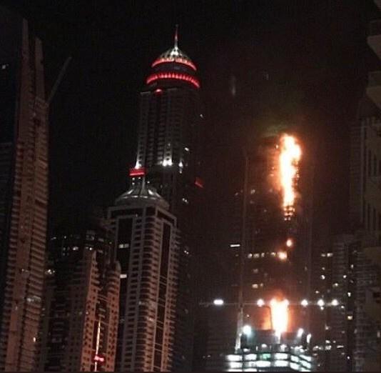 Dubai gökdelen yanıyor olay yerinden ilk görüntüler
