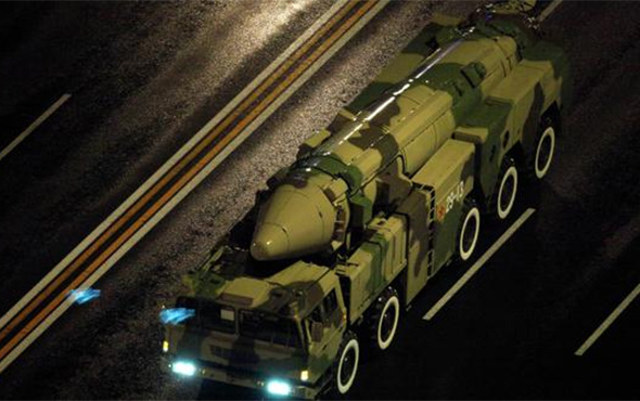 Çin'den gövde gösterisi: Yeni model balistik füze!