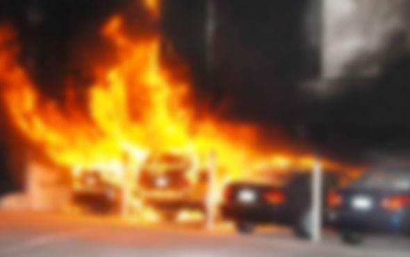 İstanbul'da 6 otomobil kundaklandı