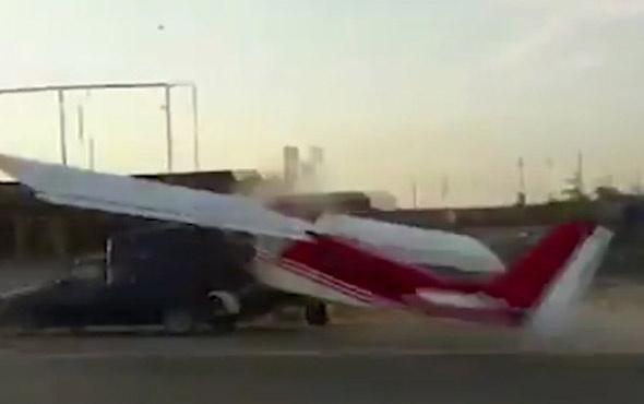 Uçak, arabayla çarpıştı