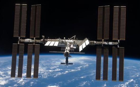 Yeni astronot ekibi uzaya ulaştı