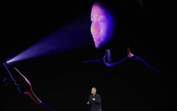 Apple, iPhone'un tanıtımında 'utanç verici' anlar için personelini suçladı