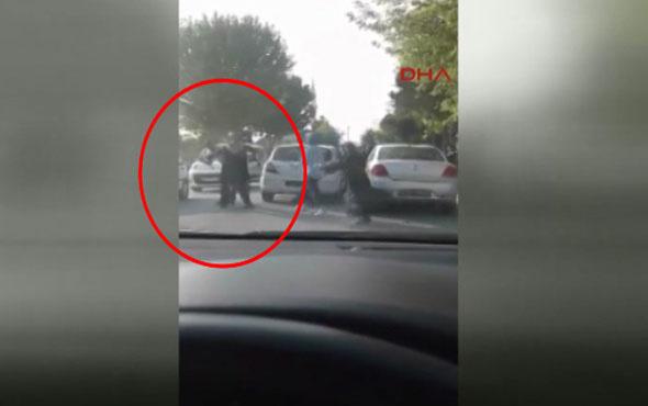 Konya'da kadın sürücü plakayı söküp adama daldı