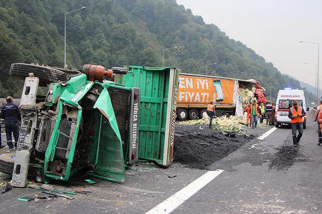 İstanbul yönünü trafiğe kapatan kaza