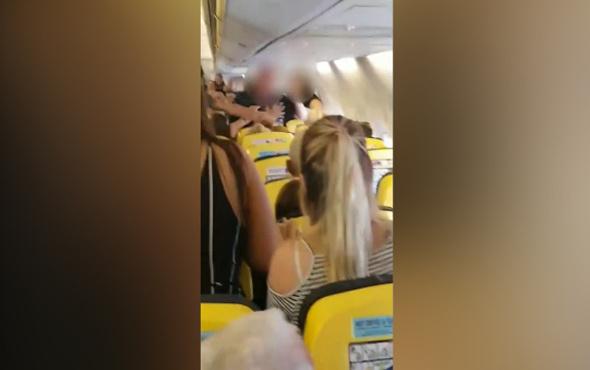 Uçakta büyük kavga! Sarhoş kadın diğer yolculara saldırdı