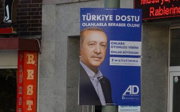 Almanya sokaklarındaki Erdoğan afişine bakın! Merkel çıldırır