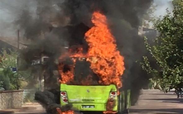 Belediye otobüsü bir anda alev alev yandı!