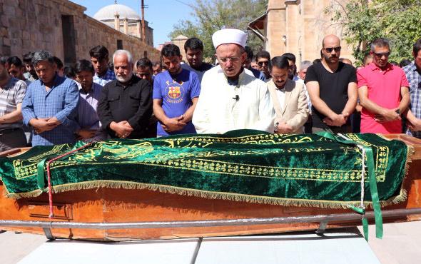 Amcaları tarafından öldürülen Afgan iki çocuk aynı tabutta uğurlandı