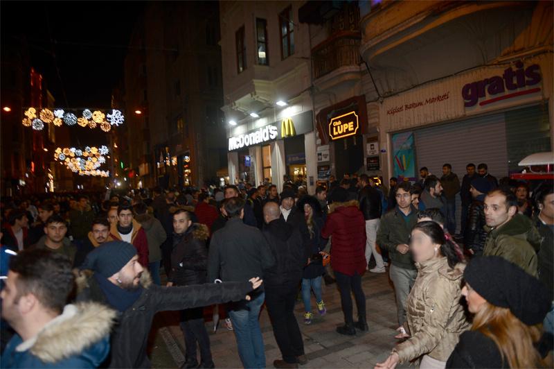 Taksim'de yeni yılın ilk dakikalarında taciz rezaleti  - Sayfa 1