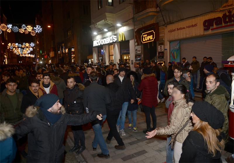 Taksim'de yeni yılın ilk dakikalarında taciz rezaleti  - Sayfa 2