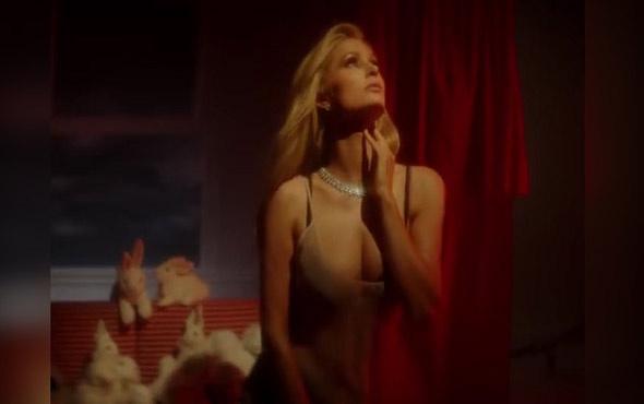 Paris Hilton'dan cesur pozlar
