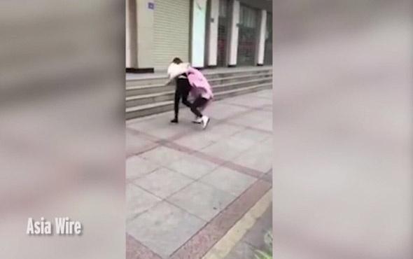 Kocasını metresiyle gören kadın deliye döndü
