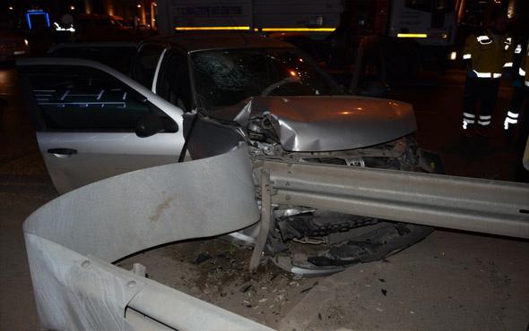 Pendik'te otomobil bariyerlere çarptı: 2 ölü, 1 yaralı