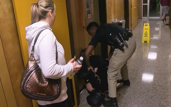 Öğretmen maaşlardan şikâyet ettiği için gözaltına alındı