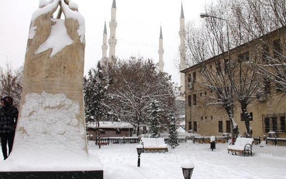 Iğdır'da pazartesi okullar tatil mi valiliğin 15 Ocak kararı