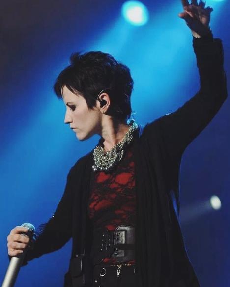 Bir ölüm haberi daha ünlü şarkıcı evinde ölü bulundu - Sayfa 2