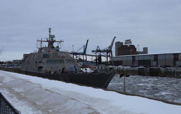 ABD'nin savaş gemisini buzlar rehin aldı! Bahara kadar...