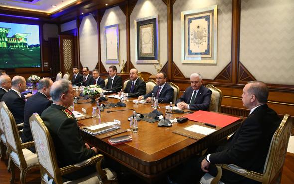 Güvenlik zirvesi başladı! Erdoğan'ın masasında dikkat çeken kırmızı dosya