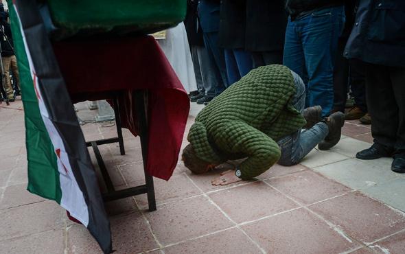 Şehit cenazesinde yürek yakan fotoğraf!