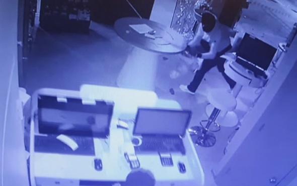 Maskeli 4 soyguncunun 30 saniyede yaptığı hırsızlık kamerada