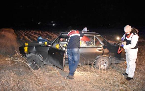 Aksaray'da korkunç olay bir tarlada otomobilin içinde...