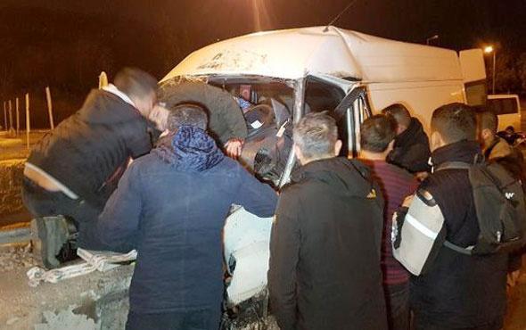 Avcılar'da feci kaza minibüs beton bariyere çarptı