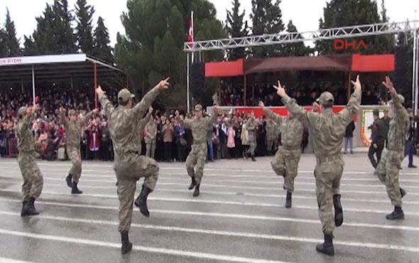 Askerlerden yemin töreninde harmandalı şov
